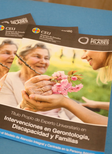 Presentado el Título Propio en Experto Universitario en Intervenciones en Gerontología, Discapacidad y Familias